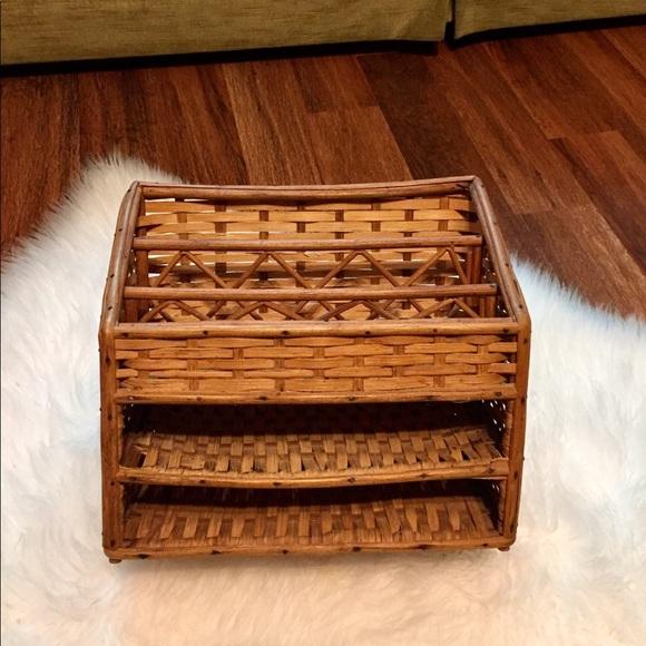 🦋2/$10 3/$15 4/$18 5/$20 Vintage Wicker Organizer